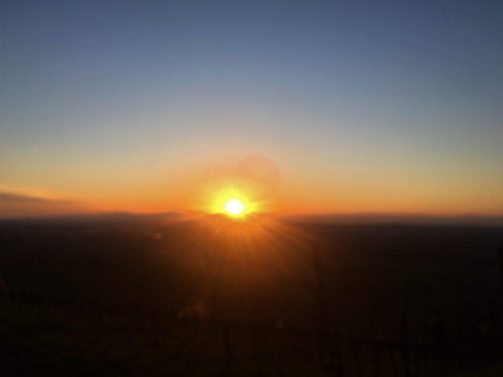 Ein Bild, das draußen, Sonnenuntergang, Natur, Wasser enthält.  Automatisch generierte Beschreibung